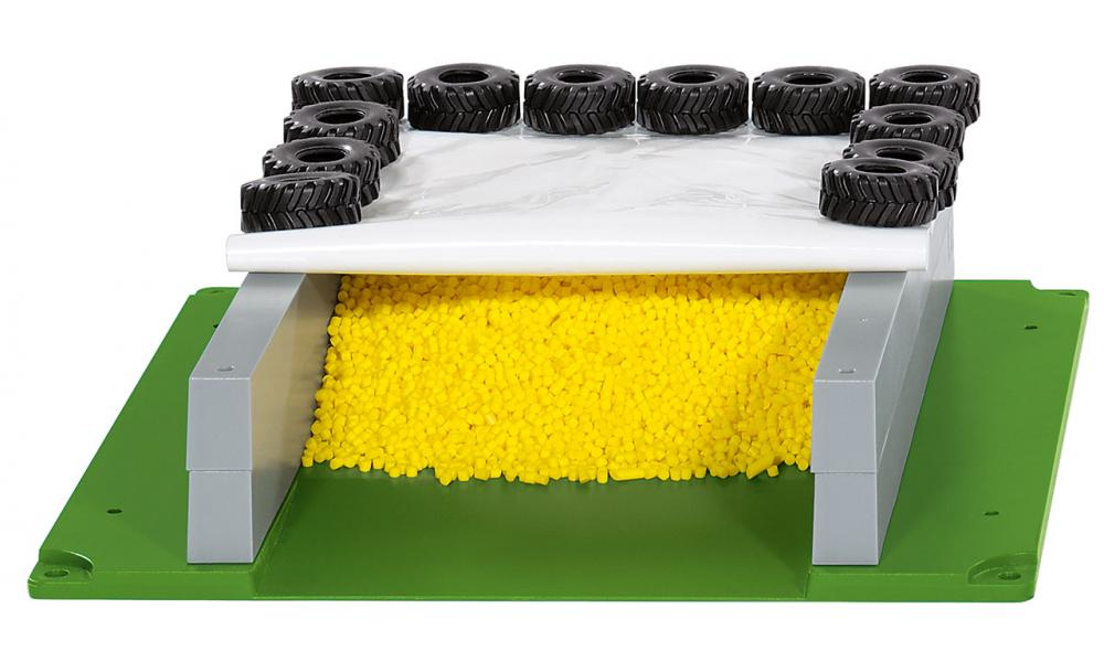 SIKU 5606 Prostor za silažo, s pokrivalom, gumami ter granulatom
